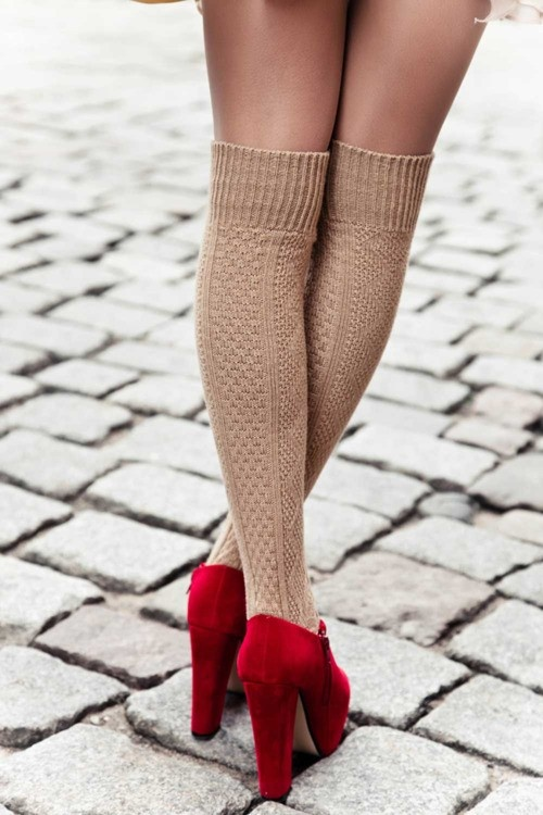 sosete lungi peste genunchi