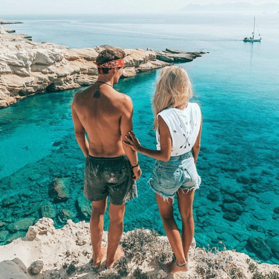 Viaţa la care oricine visează: un cuplu primeşte până la 9000 $ pentru fiecare postare pe Instagram
